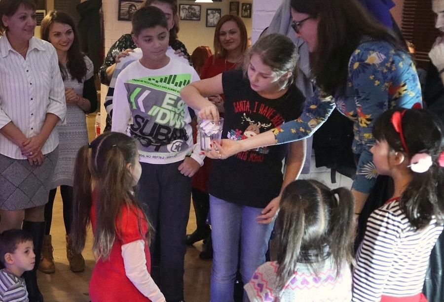 Шест двойки получиха финансова подкрепа в благотворителната инициатива Коледно желание